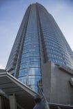 Επίγεια άποψη επάνω: Πύργος λόφων Roppongi, Τόκιο, Ιαπωνία Στοκ Εικόνα