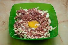 Επίγεια κρέας, λάχανο και αυγό Στοκ φωτογραφία με δικαίωμα ελεύθερης χρήσης