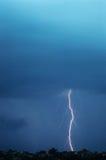 επίγειο lightening μπουλονιών χτύ&pi Στοκ φωτογραφία με δικαίωμα ελεύθερης χρήσης