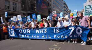 Επίδειξη από τους υποστηρικτές & το προσωπικό του NHS, στο NHS στη συνάθροιση 70 στο κεντρικό Λονδίνο, UK στοκ φωτογραφίες