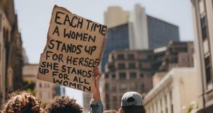 Επίδειξη για τη δύναμη γυναικών στοκ φωτογραφία