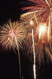 Επίδειξη πυροτεχνημάτων στην αμερικανική ημέρα της ανεξαρτησίας στοκ εικόνες με δικαίωμα ελεύθερης χρήσης
