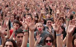 Επίδειξη σπουδαστών της Βαρκελώνης για την ανεξαρτησία που αυξάνει τα χέρια στοκ φωτογραφία