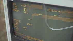 Επίδειξη των ζωτικής σημασίας σημαδιών και του καρδιογραφήματος σε ένα όργανο ελέγχου Κατάσταση της υγείας κατά τη διάρκεια της χ απόθεμα βίντεο