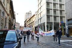 Επίδειξη υπέρ των παιδιών στο Μιλάνο κεντρικός στοκ εικόνες με δικαίωμα ελεύθερης χρήσης