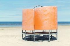 Επίδεσμος της καμπίνας στην παραλία Μεταβαλλόμενο δωμάτιο παραλία-ύφους στοκ φωτογραφίες