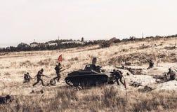 Επίθεση του σοβιετικού στρατού κατά τη διάρκεια της αναδημιουργίας στοκ εικόνα με δικαίωμα ελεύθερης χρήσης