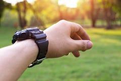 επίκληση χεριών δόσιμο της βοήθειας χερ&io Στοκ φωτογραφία με δικαίωμα ελεύθερης χρήσης
