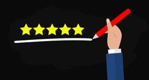 Επίπεδη απεικόνιση του χεριού που κρατά τη μάνδρα και που υπογραμμίζει πέντε αστέρια για την καλύτερη ποιοτική υπηρεσία Στοκ φωτογραφία με δικαίωμα ελεύθερης χρήσης