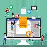 Επίπεδη ομάδα έννοιας σχεδίου που εργάζεται για την οικοδόμηση του ηλεκτρονικού ταχυδρομείου που εμπορεύεται επάνω ελεύθερη απεικόνιση δικαιώματος