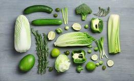 Επίπεδος βάλτε τη σύνθεση με τα πράσινα λαχανικά Στοκ Εικόνες