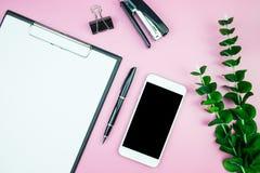 Επίπεδος βάλτε τη φωτογραφία προτύπων με το δημιουργικό σύνολο προτύπων σχεδίου επιγραφών Στοκ Εικόνα