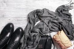 Επίπεδος-βάλτε του φθινοπώρου τα γυναικεία ` s ενδύματα Στοκ φωτογραφίες με δικαίωμα ελεύθερης χρήσης