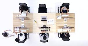 Επίπεδος βάλτε το βίντεο σκηνής των ασιατικών εργαζομένων γραφείων φιλμ μικρού μήκους