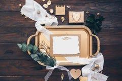 Επίπεδος βάλτε το δημιουργικό σύνολο γαμήλιας πρόσκλησης Στοκ Φωτογραφίες