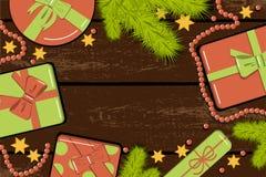 Επίπεδος βάλτε το πρότυπο Χριστουγέννων με τους ρεαλιστικούς κλάδους έλατου, τα φωτεινά κιβώτια δώρων με το τόξο, τις χάντρες και στοκ φωτογραφίες