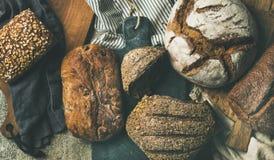 Επίπεδος-βάλτε των διάφορων φραντζολών ψωμιού, τοπ άποψη, ευρεία σύνθεση Στοκ φωτογραφίες με δικαίωμα ελεύθερης χρήσης