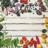 Επίπεδος-βάλτε των νωπών καρπών, λαχανικά, πράσινα και superfoods, τετραγωνική συγκομιδή Στοκ εικόνες με δικαίωμα ελεύθερης χρήσης