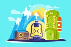 Επίπεδος πεζοπορία και διακινούμενος εξοπλισμός με το σακίδιο πλάτης, λαμπτήρας, ραδιόφωνο απεικόνιση αποθεμάτων