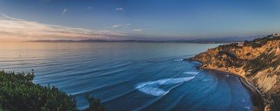 Επίπεδο σημείο βράχου στο πανόραμα ηλιοβασιλέματος στοκ φωτογραφίες με δικαίωμα ελεύθερης χρήσης