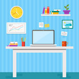 Επίπεδη διανυσματική απεικόνιση σχεδίου του σύγχρονου εσωτερικού γραφείων Δημιουργικός χώρος εργασίας γραφείων με τον υπολογιστή, Στοκ εικόνες με δικαίωμα ελεύθερης χρήσης