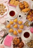 Επίπεδος βάλτε τα κέικ και τα μπισκότα, muffins και τους ρόλους, τα μπισκότα και το swee Στοκ Φωτογραφίες