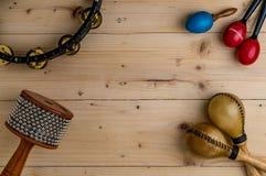 Επίπεδος βάλτε της λατινικής κρούσης στο ξύλινο γραφείο Στοκ φωτογραφία με δικαίωμα ελεύθερης χρήσης