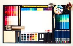 Επίπεδος βάλτε του εσωτερικού χώρου εργασίας σχεδιαστών και αρχιτεκτόνων, διάστημα για το κείμενο Στοκ φωτογραφία με δικαίωμα ελεύθερης χρήσης