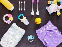 Επίπεδος βάλτε του συνόλου μωρών με την πάνα υφασμάτων Στοκ εικόνες με δικαίωμα ελεύθερης χρήσης