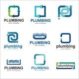 Επίπεδο σχέδιο λογότυπων για την επιχείρηση υδραυλικών Διανυσματικά υδραυλικά λογότυπων προτύπων με το κείμενο Στοκ φωτογραφίες με δικαίωμα ελεύθερης χρήσης