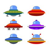 Επίπεδο σύνολο εικονιδίων διαστημοπλοίων Ufo ύφους κινούμενων σχεδίων διάνυσμα Στοκ Εικόνες