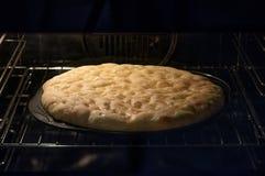 Επίπεδο ψήσιμο ψωμιού στο φούρνο Στοκ Εικόνες