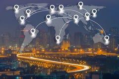Επίπεδο conection δικτύων καρφιτσών χαρτών στην παγκόσμια σφαιρική χαρτογραφία Στοκ Φωτογραφίες