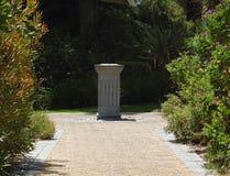 Επίσημοι κήποι, ηλιακό ρολόι Στοκ εικόνες με δικαίωμα ελεύθερης χρήσης