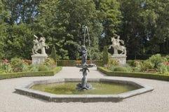 Επίσημος κήπος με την πηγή Στοκ φωτογραφίες με δικαίωμα ελεύθερης χρήσης