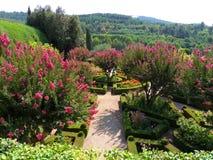 Επίσημος κήπος σε μια βουνοπλαγιά Στοκ φωτογραφίες με δικαίωμα ελεύθερης χρήσης