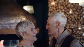 Επίσης παλαιότερος αργός χορός χορού ζευγών απόθεμα βίντεο