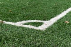 Επίστρωμα με τα σημάδια ενός αγωνιστικού χώρου ποδοσφαίρου, χορτοτάπητας, χλόη Στοκ φωτογραφία με δικαίωμα ελεύθερης χρήσης