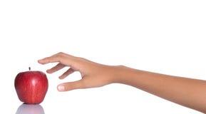 Επίτευξη για την κόκκινη Apple Χ Στοκ φωτογραφία με δικαίωμα ελεύθερης χρήσης