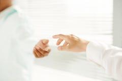 επίτευξη χεριών Στοκ φωτογραφίες με δικαίωμα ελεύθερης χρήσης