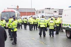 Επίδειξη εθνικών μετώπων με τη μεγάλη αστυνομική παρουσία Στοκ Εικόνα