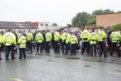 Επίδειξη εθνικών μετώπων με τη μεγάλη αστυνομική παρουσία Στοκ Εικόνες