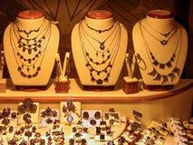 Επίδειξη καταστημάτων του χρυσού κοσμήματος στοκ εικόνα με δικαίωμα ελεύθερης χρήσης