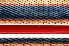 Επίδειξη κεραμιδιών στεγών ναών Hai στο ταϊλανδικό σχέδιο σημαιών Στοκ φωτογραφία με δικαίωμα ελεύθερης χρήσης