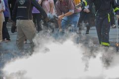 Επίδειξη με τους πυροσβεστήρες στοκ φωτογραφίες με δικαίωμα ελεύθερης χρήσης