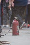 Επίδειξη με τους πυροσβεστήρες στοκ εικόνες