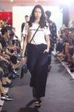 Επίδειξη μόδας της κοινωνίας μόδας ` Μπανγκόκ, BFS ` στο τμήμα Emquartier Στοκ Φωτογραφίες