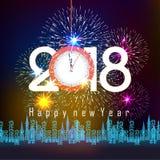 Επίδειξη πυροτεχνημάτων για καλή χρονιά 2018 επάνω από την πόλη με το ρολόι Στοκ Εικόνες