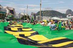 Επίδειξη στην κατηγορία υποστήριξης Dilma Rousseff σε Copacabana Στοκ Εικόνες
