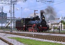 Επίδειξη των αποκατεστημένων εκλεκτής ποιότητας ατμομηχανών στον εορτασμό της ημέρας των στρατευμάτων σιδηροδρόμων της Ρωσικής Ομ στοκ εικόνα με δικαίωμα ελεύθερης χρήσης
